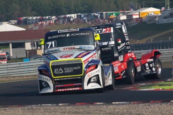 FIA ETCR v Mostě: Vítězství rozebrali Hahn s Reinertem